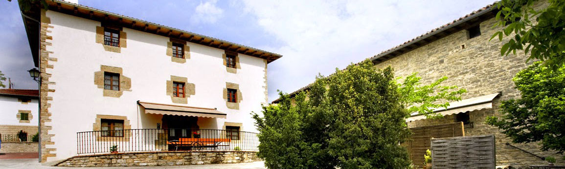 vista-general-casa-rural-loretxea-navarra-009